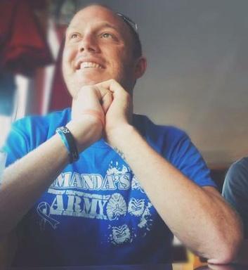 Tim Shaw, wearing an I Am Second wristband. (Source: Twitter.com/TShawsTruth)